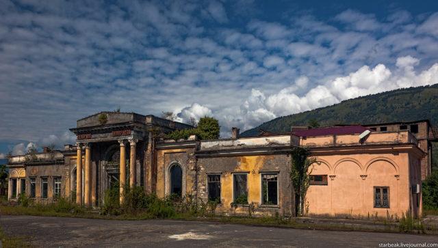 The ghost town railway station. Author: Alexey Semochkin | Instagram @strbeak