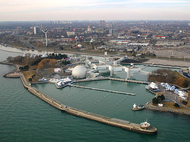 Aerial overview of Ontario Place, photo taken in 2006 – Author: IDuke – CC BY 2.5