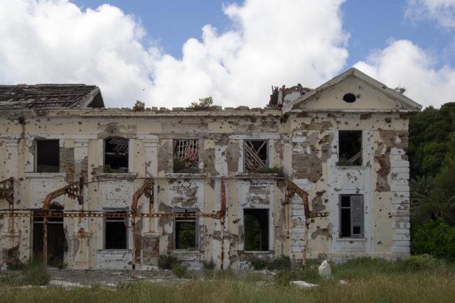 Abandoned Grand Hotel. Author: Nathan Davis | Instagram @1nkd