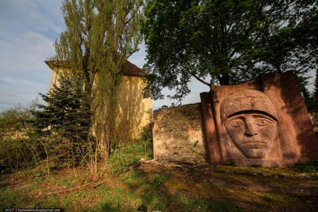 Monument of the soldier's face. Author: Technolirik | Livejournal @technolirik