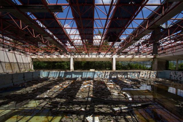 Ex swimming pool. Author: Nathan Davis | Instagram @1nkd