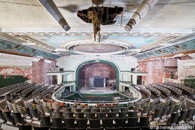 Inside the theatre. Author: Matt Lambros | afterthefinalcurtain.net