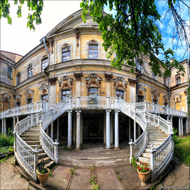 Abandoned: One of the Most Unique Homes in Saint Petersburg
