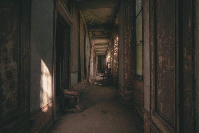The corridor. Author: Cristian Lipovan | www.placessufering.com