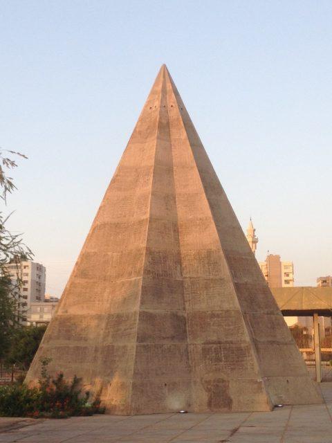 The pyramid-shaped children's pavilion. Author: RomanDeckert – CC BY-SA 4.0