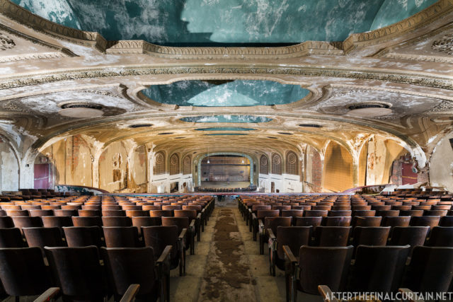 The auditorium. Author: Matt Lambros | afterthefinalcurtain.net
