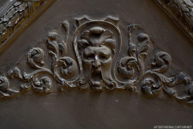 Some plasterwork on the balcony level of the theatre. Author: Matt Lambros | afterthefinalcurtain.net