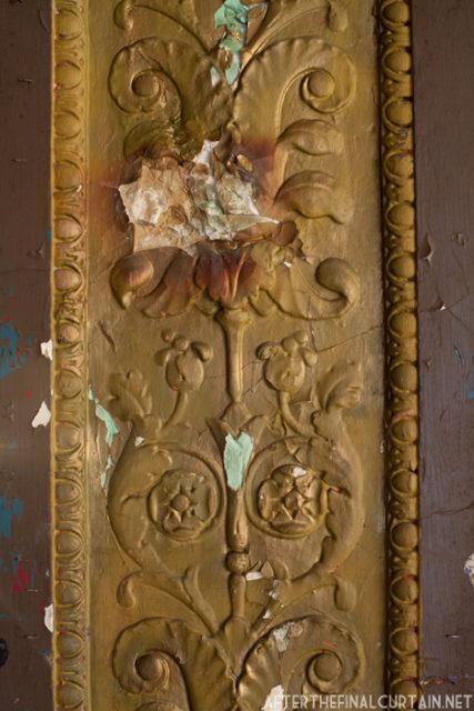 Some damaged plasterwork. Author: Matt Lambros | afterthefinalcurtain.net