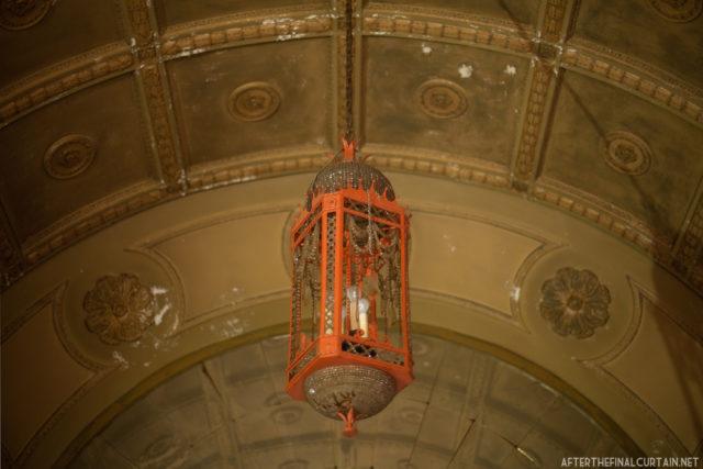 The original chandelier hangs in the foyer. Author: Matt Lambros | afterthefinalcurtain.net