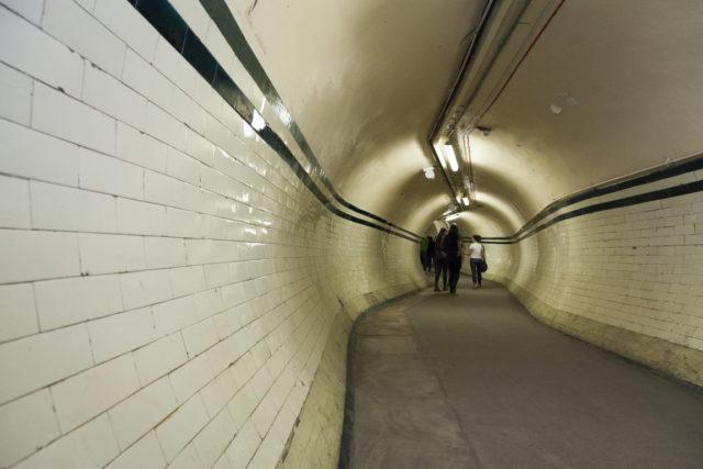 Corridor to the platforms. Author: Paul Dykes | Flickr @paulodykes