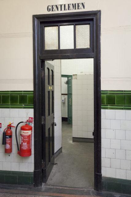 Gentlemen's lavatory entrance. Author: Paul Dykes | Flickr @paulodykes