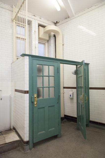 Gentlemen's lavatory. Author: Paul Dykes | Flickr @paulodykes