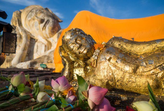 Wat Lokaya Sutha (Temple of the Reclining Buddha). Author: Erik Haze | Behance @ErikHaze