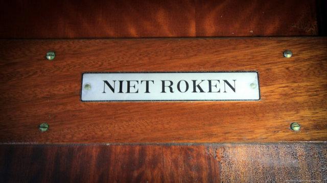 No smoking sign in Dutch. Author: Alexey Grachev | LiveJournal @alexdoomer2009