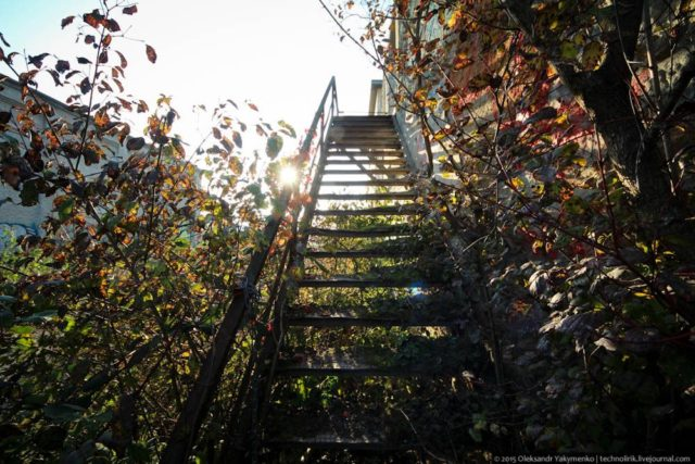 The staircase to the second floor. Author: Alexander | Livejournal @technolirik