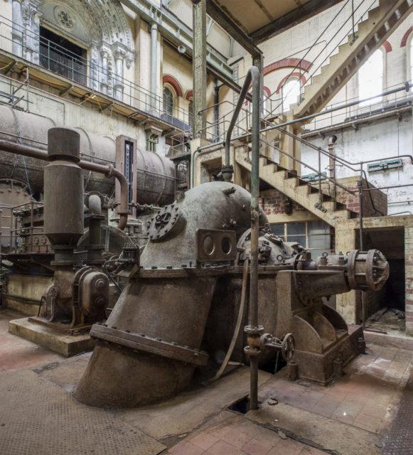 Diesel engine and pump. Author: Matt Emmett | Facebook @ForgottenHeritagePhotography