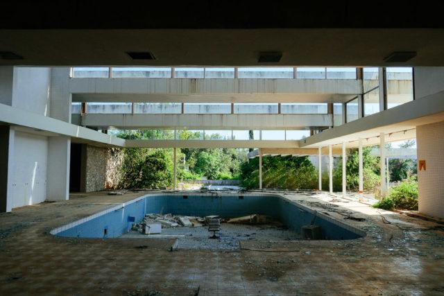Indoor swimming pool. Author: Nate Robert | yomadic.com