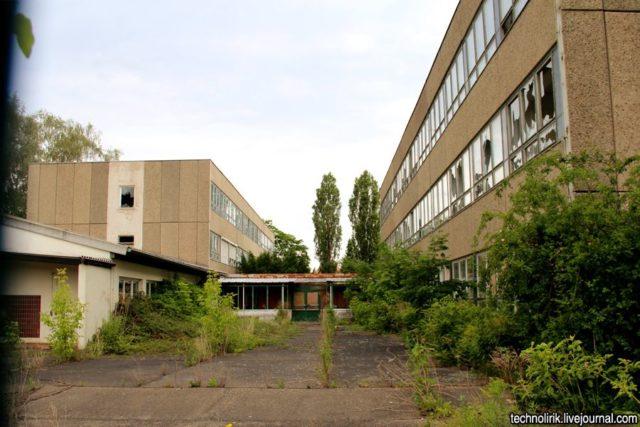 A complex nearby where the plant management buildings were located. Author: Alex Technolirik – LiveJournal @technolirik