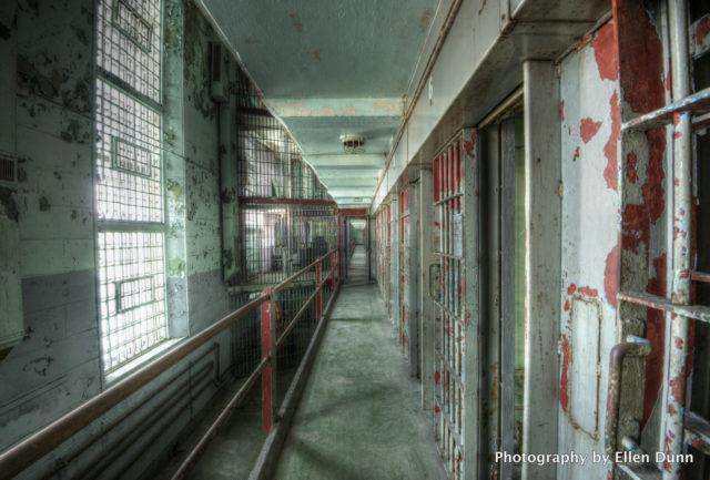 Prison cells. Author: Ellen Dunn Photography – Flickr @ellendunn