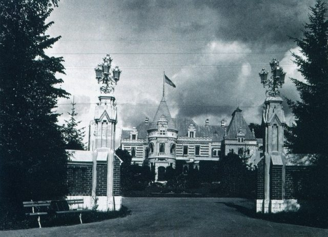 The entrance to the Muromtsevo manor. 1910