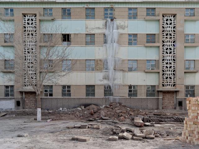 Abandoned apartment building. Author: Li Yang – liyangphoto.com
