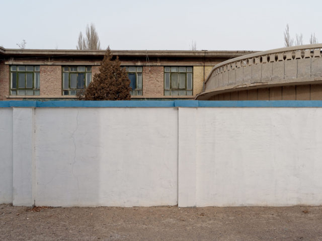 One of the two kindergartens in the city, with a tall security wall around it. Author: Li Yang – liyangphoto.com
