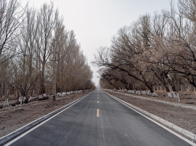 A picture of the main road. Li Yang stands at one end and the city boundaries are at the other end, illustrating just how small 404 was. Author: Li Yang – liyangphoto.com