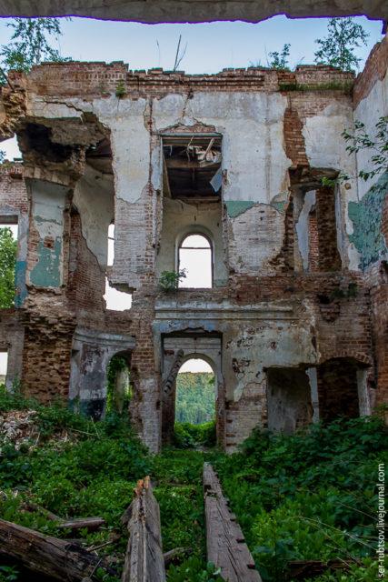 Inside the manor. Author: Sergey Rubtsov – LiveJournal @ser-rubtsov