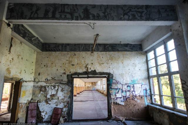Room with military frescoes on the walls. Author: Alex Technolirik – LiveJournal @technolirik