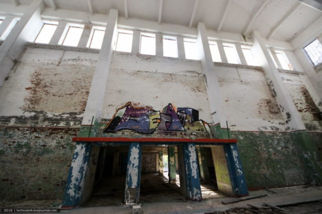 Parachute storage and repair room that was turned into a gym during Soviet times. Author: Alex Technolirik – LiveJournal @technolirik