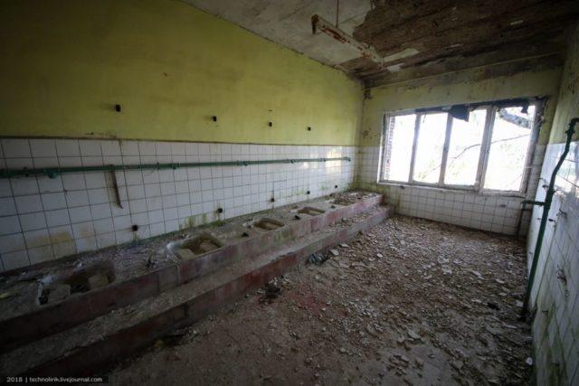 Barracks bathroom. Author: Alex Technolirik – LiveJournal @technolirik
