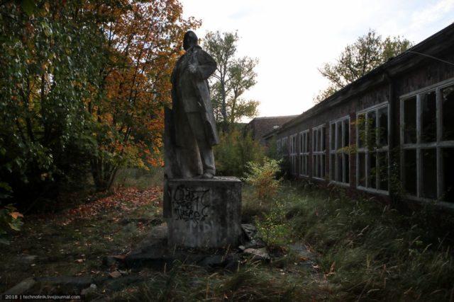 A monument to Lenin. Author: Alex Technolirik – LiveJournal @technolirik