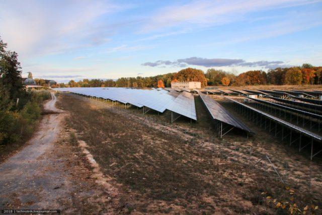 Solar panels. Author: Alex Technolirik – LiveJournal @technolirik