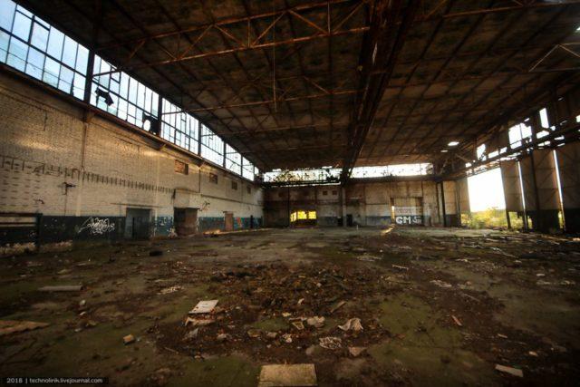 Inside one of the aircraft hangars. Author: Alex Technolirik – LiveJournal @technolirik