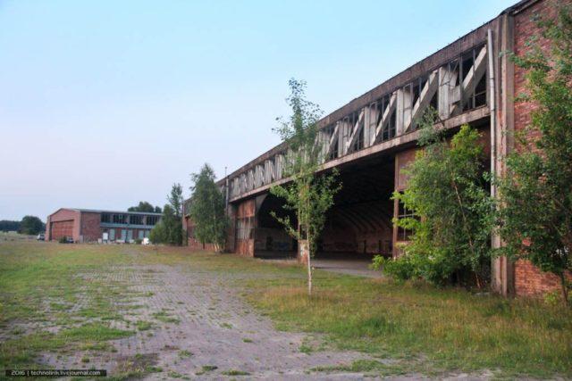 Abandoned aircraft hangar. By Alex Technolirik – LiveJournal @technolirik