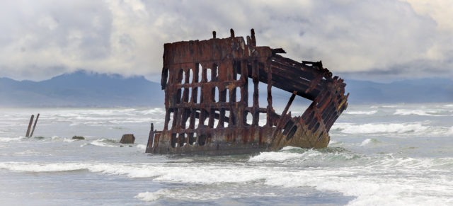 The wrecked ship near Fort Stevens. Author: Matt & Tofu (Jennifer) Straite