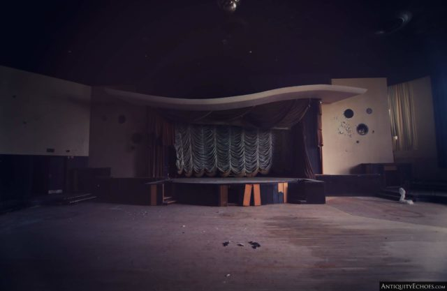 A dimly lit 1970s-style theater in the Nevele Grand Resort