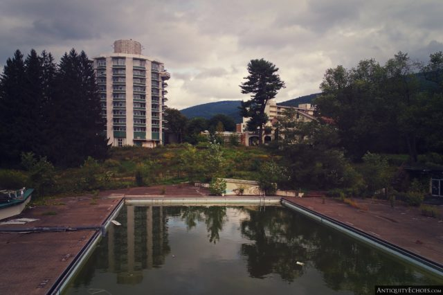 Algae-green pool with Nevele Tower and trees in the background