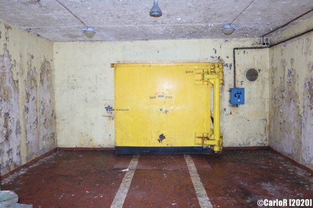 Yellow airlock closed off