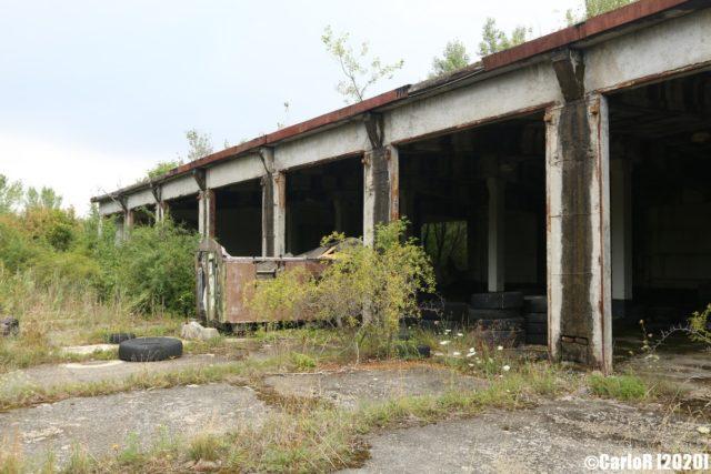Vehicle garage-like building