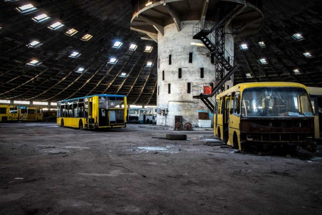 Center pillar of Autobus Park Nº 7 surrounded by buses