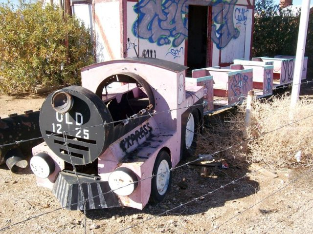 Front car of the Old 1225 pink children's train