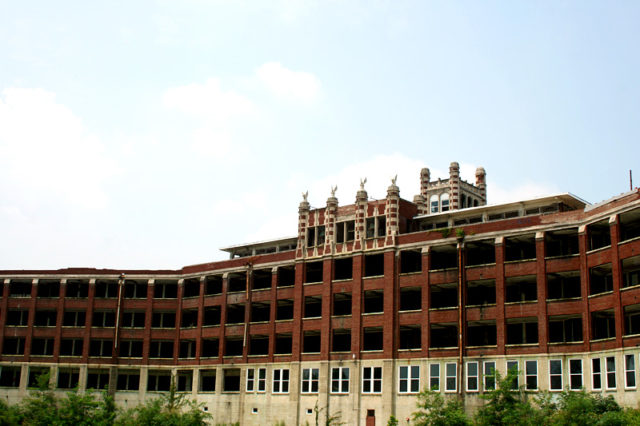 Exterior of Waverly Hills Sanatorium